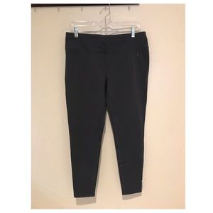 | Gray Fitted Leggings |